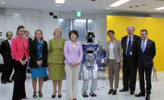 Photo:Ministers with Robot