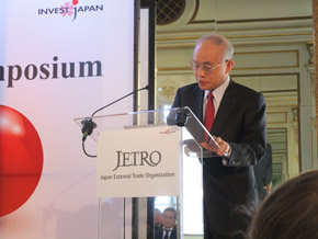 Photo: Dr. Chubachi at Invest Japan Symposium in Brussels